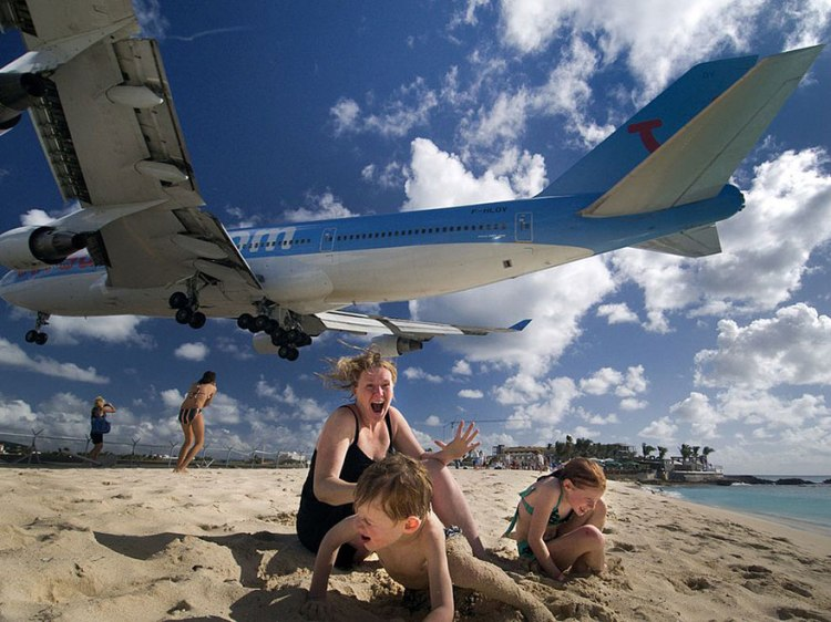 plane-landing-maho-beach-4