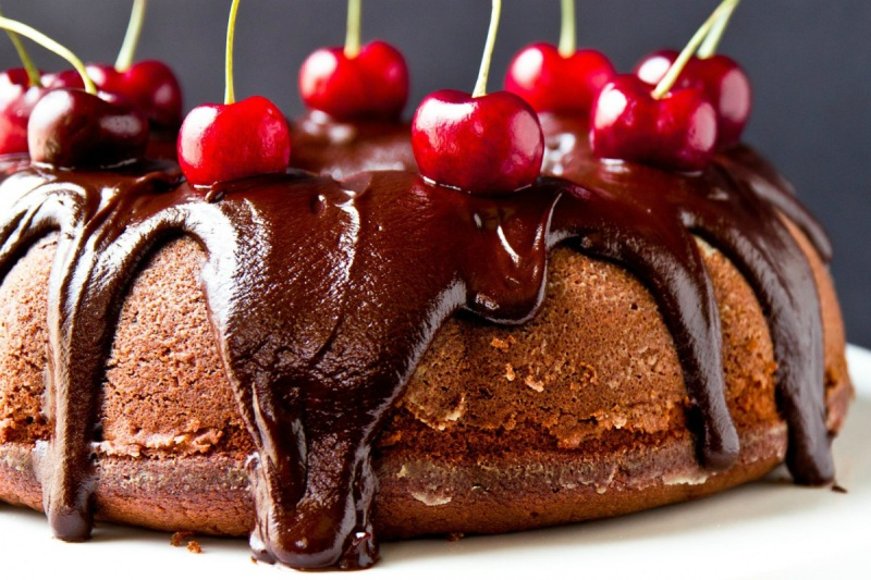 chocolate_cake_with_cherry-1539205 (1)
