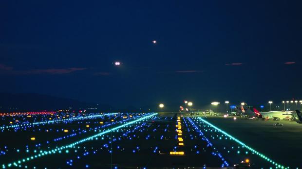 airport_lights_runway_city_ultra_3840x2160_hd-wallpaper-2607
