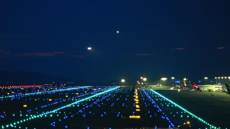 airport_lights_runway_city_ultra_3840x2160_hd-wallpaper-2607