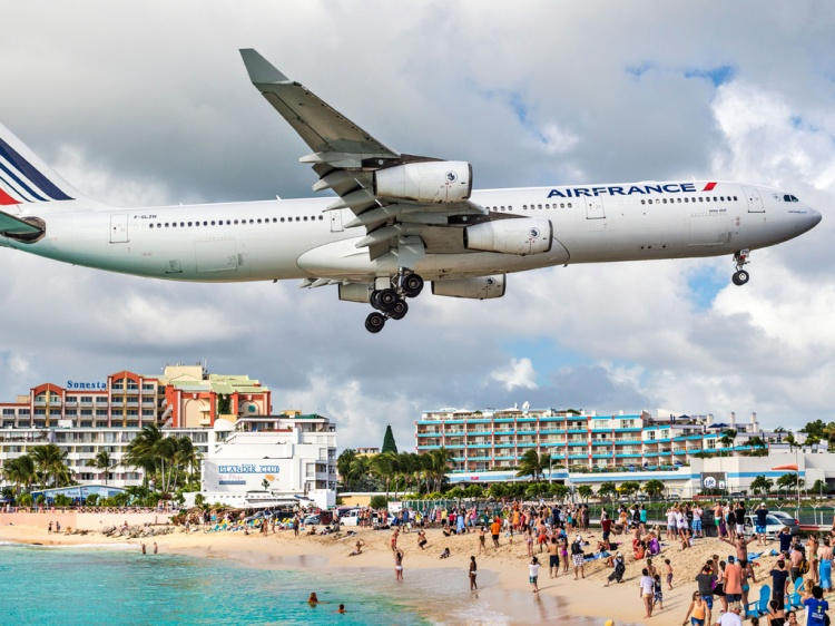 53da9a076dec627b149f5c58_saint-maarten-sean-pavone-alamy